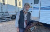 Актер Алек Болдуин на съемках фильма из реквизитного оружия застрелил оператора и ранил режиссера
