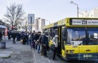 Черги на зупинках у Києві розтягнулися на десятки метрів