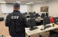 """У Києві викрили шахрайські call-центри, які працювали як """"брокерські компанії"""""""