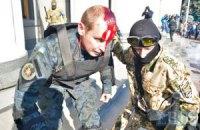 Два милиционера остаются в тяжелом состоянии после столкновений у Рады