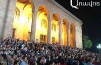 У столиці Вірменії пройшов багатотисячний мітинг за дострокові вибори