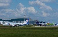 Суд заочно арештував ще 13 російських літаків за рейси в Крим