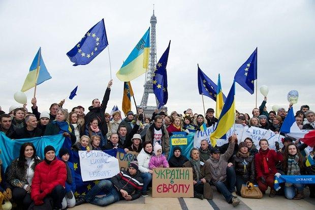 Митинг в поддержку Майдана в Париже