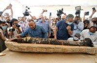 В Египте перед прессой открыли саркофаг, которому более 2500 лет
