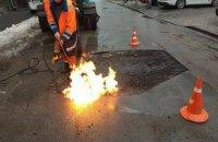 В Киеве начали ямочный ремонт дорог