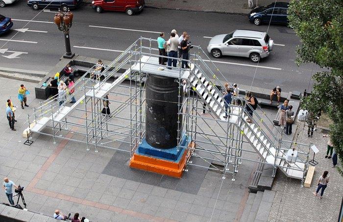 Временная инсталляция «Населяя тени» на месте памятника Ленину в Киеве, июль 2016.