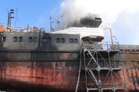 У Херсоні загорілося судно, що перебувало на ремонті