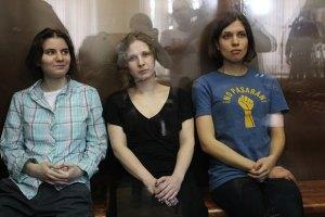 Учасниці Pussy Riot просять не вивозити їх із Москви в колонію