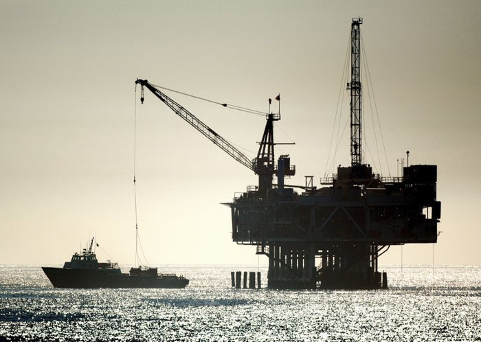 Нефтяная буровая установка у побережья Тихого океана, Калифорния, США