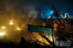 На Майдане из огнестрельного оружия ранены четыре милиционера, - МВД