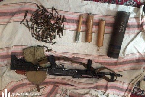 В Николаеве сержант-контрактник украл во время разгрузки оружия три автомата, патроны и тротил