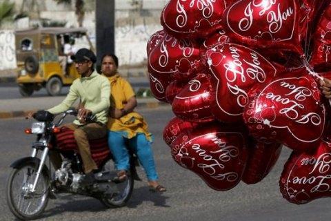 В Пакистане запретили День святого Валентина