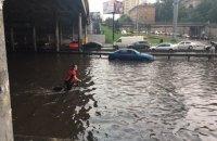 Через зливу в Києві призупинено рух трамваїв і тролейбусів