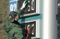 Бензин дорожчає разом з доларом
