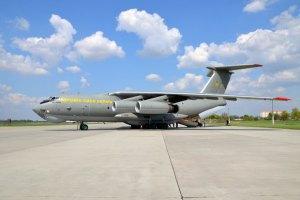 Іл-76 з евакуйованими українцями прилетів із Делі в Баку (оновлено)