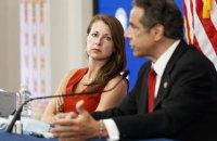 Головна помічниця губернатора Нью-Йорка звільнилась на фоні скандалу навколо її шефа