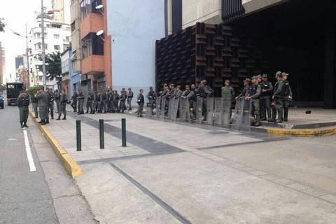 Військові оточили генпрокуратуру Венесуели