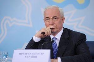 Азаров летит в Днепропетровск