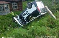 У Львівській області мікроавтобус в'їхав у зупинку, загинула жінка