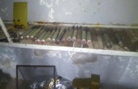 В брошенном доме в Широкино обнаружили арсенал боеприпасов