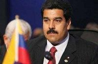 Мадуро часто спит на могиле Чавеса