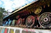 В Молдове неизвестные вылили 8 кг краски на постамент с советским танком ИС-3