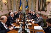 Порошенко з екс-лідерами шести сусідніх країн обговорив ситуацію з безпекою в регіоні