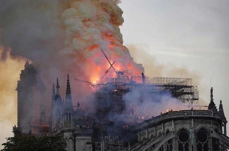Пожежа в Соборі Паризької Богоматері