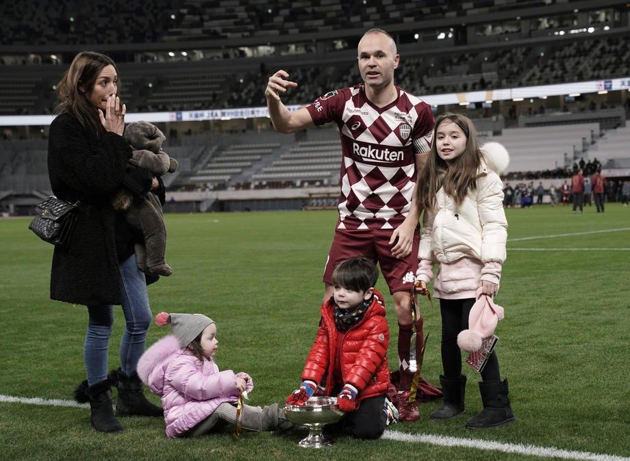 Андрес Иньеста со своей семьей