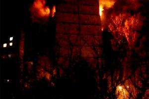 В Харькове прогремел взрыв: 16-этажка охвачена огнем