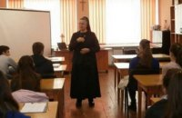 Львівським студентам-медикам читають лекції про шкоду контрацепції, неприпустимість стосунків до шлюбу і заборону абортів