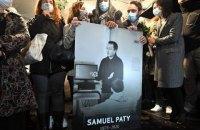 В деле об убийстве учителя во Франции открыто производство против 7 человек