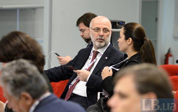 В центре Президент Ассоциации налогоплательщиков Украины, бывший посол Грузии в Украине Григол Катамадзе