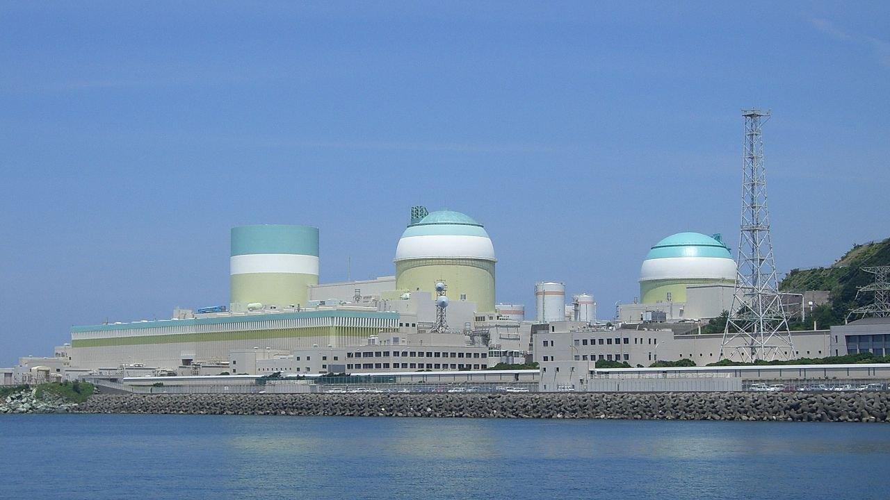 Атомная электростанция Иката, расположена на западе японского острова Сикоку близ города Иката, Япония