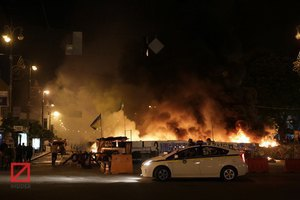 На Майдані горіла барикада
