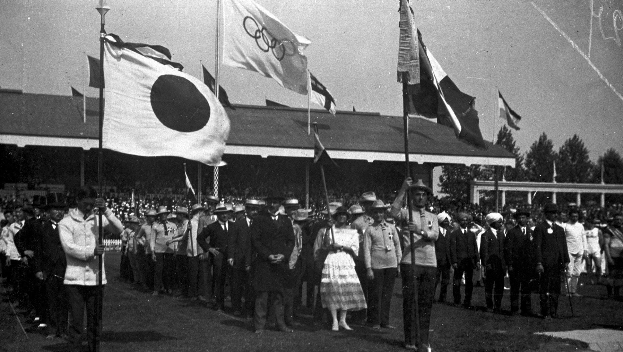 Олимпийский флаг впервые подняли на Олимпийских играх 1920 года в Антверпене