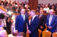Януковича в Донецке встретили старший сын, Ахметов и Иванющенко