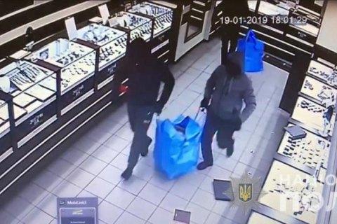 Грабители вынесли из ювелирного магазина 1,5 кг украшений в Кривом Роге