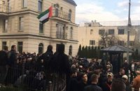 Полиция задержала под офисом Зеленского двух человек за провокацию драки