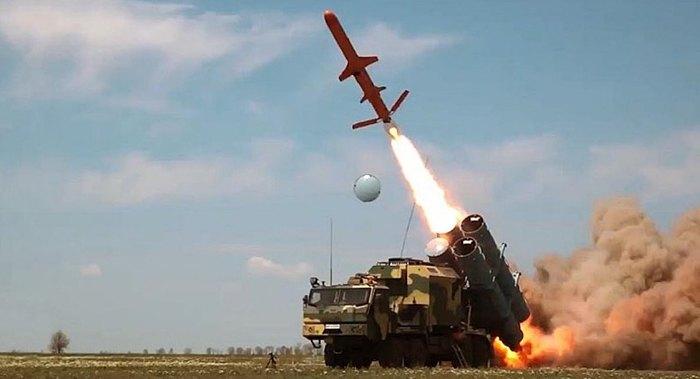 Пуск ракети Р-360 з пускової установки УСПУ-360 берегової версії РК-360МЦ 'Нептун' на випробуваннях, квітень 2020 р.