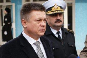 """Белье """"Укрзализныци"""" стирает фирма министра обороны"""