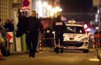 В пригороде Парижа около 40 вооруженных людей обстреляли полицейский участок фейерверками