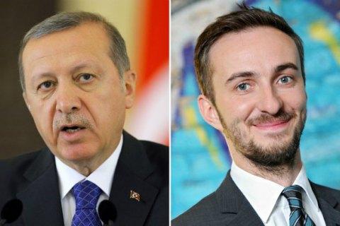 В Германии закрыли дело против комика, оскорбившего Эрдогана