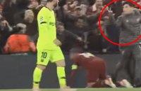 """Болбой на """"Энфилде"""" прямо в глаза показал оскорбительный жест Месси после победы """"Ливерпуля"""""""