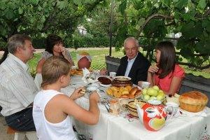 Азаров: проблем с продовольствием не будет