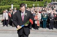 Янукович со свитой возложили венки к Могиле неизвестного солдата