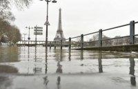 Париж страдает от наводнения, эвакуировали около 1000 жителей