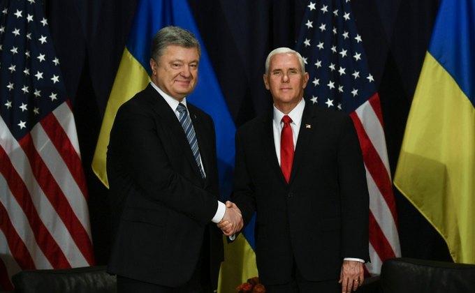 Президент Украины Петр Порошенко и вице-президент США Майк Пенс во время встречи на полях Мюнхенской конференции по безопасности