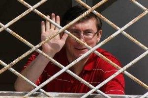 У Луценко в палате забили окна