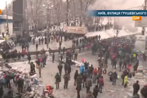 Ситуація на Грушевського спокійна, демонстранти будують барикади
